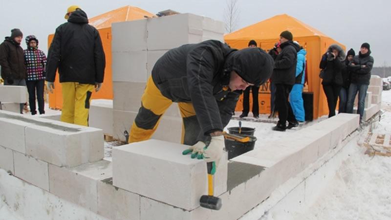 Можно ли строить дом из газобетонных блоков зимой?
